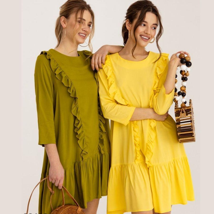 Желтое платье-трапеция с длинными рукавами
